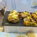 Gourmand Pastries werden vom Konditor zum Probieren ausgegeben