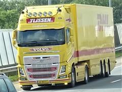 Volvo FH4 globetrotter from Tijssen Dronrijp Holland. (capelleaandenijssel) Tags: 66bdv1 truck trailer lorry camion lkw netherlands nl dhl