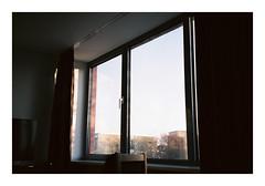 Hamburg. 2019. (csinnbeck) Tags: analog film primazoom canon fuji fujicolor fujifilm c200 85n primazoom85n hamburg germany window