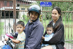 family on a motorcycle (the foreign photographer - ฝรั่งถ่) Tags: family motorcycle two children mother father bangkhen bangkok thailand canon