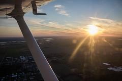 La vida se trata de disfrutar cada atardecer y procurar el siguiente amanecer.👈💪️😏 (Agustin Rubiños) Tags: canon canon760d fly sunset goldenhours airplane cessna aviation aviationavgeek avgeek airplanepictures
