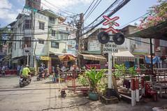 (kuuan) Tags: voigtländerheliarf4515mm manualfocus mf voigtländer15mm aspherical f4515mm superwideheliar apsc sonynex5n saigon hcmc vietnam street rail crossing railcrossing