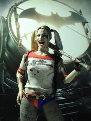 Harley Quinn - Batty (1/6th shooter) Tags: margotrobie suicidesquad hottoys onesixth toys batman movies villain joker harleyquinn dccomics comics actionfigures