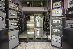 keep it safe (kuuan) Tags: voigtländerheliarf4515mm manualfocus mf voigtländer15mm aspherical f4515mm superwideheliar apsc sonynex5n saigon hcmc vietnam shop safe safebox