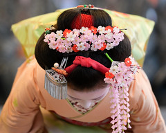 traditional crafts (byzanceblue) Tags: gion maiko geiko geisha girl female woman beauty kimono kanzashi traditional formal 祇園 舞妓 京都 black 花街 正月 新年 挨拶 kyoto white color colour flower nikkor 2019 bokeh people costume photo portrait professional lady lovery 芸妓 着物 natural 祇をん ぎをん fresh shadow shirt red beautiful contrast happy planet newyear 平成31年 節分 奉納舞 八坂神社 祇園社 z7 nikon asia favorites 祇園東 叶家 叶久 kanohisa gionhigashi kanoya nikonz arrow smile rain
