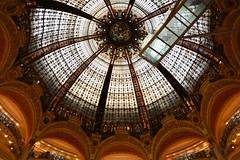 Galerie Lafayette (asmagharbi1818) Tags: architecture coupole passerelle vitraux lumière light sunlight birdge colours