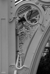 Temperate House at Kew (Hammerhead27) Tags: metal infinity design detail monochrome blackandwhite view olympus kewgardens rbgkew building structure iron steel