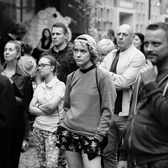Came So Far for Beauty (Tom Levold (www.levold.de/photosphere)) Tags: fuji poznan xpro2 xf56mmf12 sw street people candid bw porträt youngwoman jungefrau portrait crowd