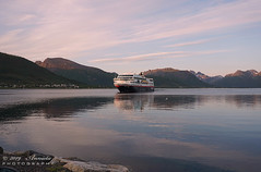 02.40 h am (♥ Annieta  very busy) Tags: annieta juli 2019 holiday vakantie vacances scandinavië camper reis voyage travel sortland boot boat schip hurtigruten postboot postboat sunrise zonsopgang allrightsreserved usingthispicturewithoutpermissionisillegal