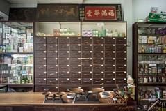 (kuuan) Tags: voigtländerheliarf4515mm manualfocus mf voigtländer15mm aspherical f4515mm superwideheliar apsc sonynex5n saigon hcmc vietnam pharmacy
