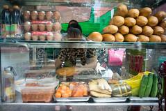 (kuuan) Tags: voigtländerheliarf4515mm manualfocus mf voigtländer15mm aspherical f4515mm superwideheliar apsc sonynex5n saigon hcmc vietnam banhmi sandwichstall streetfood
