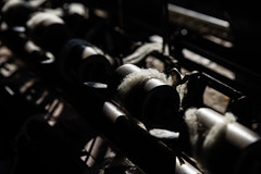 wool in the light (JayPiDee) Tags: detail licht pentaxdfa247028 schatten wolle wollspinnerei light shadow wool woolspinningmill