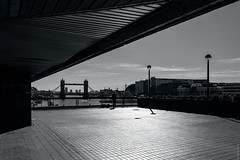 Sunday Morning By The Thames (Ian Smith (Studio72)) Tags: canon60d canon1585mm canon uk england london towerbridge riverthames thames artist painter terrace view scene city cityscape urban bw blackandwhite bnw nb mono monochrome contrast shadows sunshine glare studio72