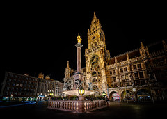 Marienplatz, Munich - Germany (Patrik S.) Tags: munich minga münchen deutschland germany marienplatz maria statue night nacht sony a7m3 a7iii long exposure nightshot color dark black rathaus townhall city skyline light street lamp langzeitbelichtung ourside romantic historic bayern bavaria architecture travel trip vacation geotagged ngc europe german summer photo sommer deutsch ferien urlaub reisen achritektur historisch draussen strasse platz strassenlampe schwarz dunkel farbig nachtaufnahme