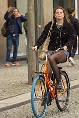 earphone 2 (Henk Overbeeke Atelier54) Tags: girl street candid bike bicycle bicicletta fiets fahrrad vélo longhair earphone miniskirt nylons swap