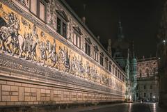 Dresden - Fürstenzug (Rafael Zenon Wagner) Tags: germany deutschland porzellan fliesen porcelain tiles meissen nacht night highiso 40mm nikon d810 dresden sachsen saxony