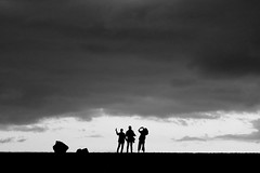 photo session (Wackelaugen) Tags: photo session silhouettes puertodelacruz tenerife teneriffa spain europe canaries canaryislands canaryisles canon eos 760d photography stephan wackelaugen black white bw blackwhite blackandwhite mono noiretblanc schwarz weis schwarzweis three