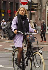 earphone 3 (Henk Overbeeke Atelier54) Tags: girl street candid bike bicycle bicicletta fiets fahrrad vélo longhair earphone nylons boots