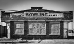 Palace Bowling Lanes (tim.perdue) Tags: newark ohio small town downtown square city urban decay street alley building licking county courthouse nikon d5600 nikkor 18140mm detail sign store storefront shop abandoned palace bowling lanes