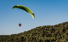 Lo de caer bien, te lo dejo a ti... (Ricardo Pallejá) Tags: fly parapente volar nikon d500 landscape deporte sport paisaje paragliding aventura adventure risk fast extreme new 2019 motor vuelo