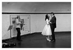 """Figures Libres à Paris 136"" (TBWLC Photography) Tags: fdrouet tbwlc street metro mariage wedding couple nb bw monochrome nikon d610"