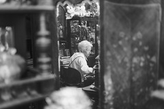 antique store (__J) Tags: antiquesshop antiqueshop antiquestore antiques antiquitätengeschäft thriftstore secondhandstore secondhand oldwoman altefrau sonysel50f18f 50mm primelens festbrnnweite sony50mmf18 sony50mm emount sony5018 sonyfe50mmf18 sonyfe50mm sonyalpha7ii sonyalpha7m2 sonyilce7m2 sonyalpha7 sonyalpha blackandwhite schwarzweis sw bw monochrome monochrom grain körnig grainy
