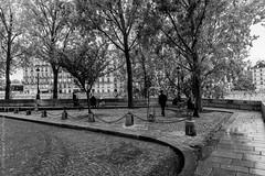Rendez-vous place Louis Aragon. Paris, oct 2019 (Bernard Pichon) Tags: paris france bpi760 fr75 place seine nb hdr saintlouis