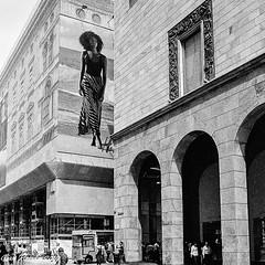 High-flyer strolling in Milan (Gian Floridia) Tags: corsovittorioemanuele kodaktmax400asa milano rinascente altolocata ambiziosa bn bw bienne filmphotography highflyer leicam4p passeggiata strolling upperlevel