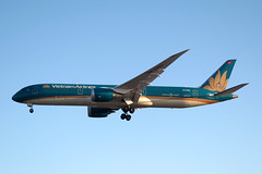 2015 Boeing 787-9 Dreamliner VN-A864 - Vietnam Airlines - London Heathrow 2019 (anorakin) Tags: 2015 boeing 787 dreamliner vna864 vietnamairlines london heathrow 2019