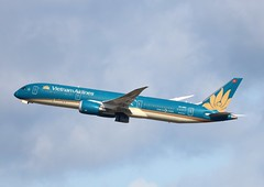 VN-A861 Boeing 787-9 35151/303 Vietnam Airlines (howtrans38) Tags: vna861 boeing 7879 vietnam airlines heathrow