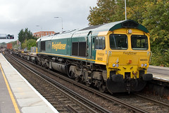 Freightliner - 66503 (Signal Box - Railway photography) Tags: outdoor railway railroad uk mainline diesel locomotive train freight class66 freightliner 66503 basingstoke station hampshire railfreight