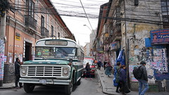 An ordinary street in La Paz (Chemose) Tags: sony ilce7m2 alpha7ii mai may bolivie bolivia lapaz immeuble habitation buildings rue street saloncoiffure bus hairdressingsalon electricwire