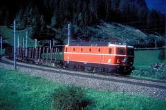 1044 085  St. Jodok  15.09.86 (w. + h. brutzer) Tags: stjodok eisenbahn eisenbahnen train trains österreich austria elok eloks railway lokomotive locomotive zug öbb 1044 webru analog nikon