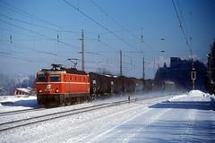 1044 085  Brixlegg  25.01.00 (w. + h. brutzer) Tags: brixlegg eisenbahn eisenbahnen train trains österreich austria elok eloks railway lokomotive locomotive zug öbb 1044 webru analog nikon