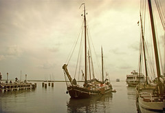 (kelsk) Tags: zuiderzeepad law8 langeafstandwandeling longdistancetrail kelskphotography hoorn haven harbour schip ship ijsselmeer textuur texture noordholland holland nederland netherlands