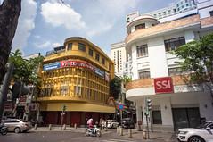 (kuuan) Tags: voigtländerheliarf4515mm manualfocus mf voigtländer15mm aspherical f4515mm superwideheliar apsc sonynex5n saigon hcmc vietnam street nguyenhuestreet architecture