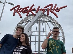 O Digitus Impudicus ('Indecent Finger'), Rock in Rio 2019. (ER's Eyes.) Tags: rockinrio2019 porummundomaisbonito gramado rockinriobrasil rockinrio rir rockinriobrazil riodejaneiro rj brazil brasil southamerica music música rock rockroll festival musicfestival cidadedorock rockcity parqueolímpicodoriodejaneiro riodejaneiroolympicpark rio trip travel rockinrioédiversão umdianacidadedorock odigitusimpudicus dedoindecente flipoff dedodomeio kharing keithharing inpe