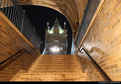Staircase leading up to Tower Bridge, London, UK (JH_1982) Tags: staircase stairs access tunnel tower bridge puente torre 倫敦塔橋 タワーブリッジ 타워 브리지 тауэрский мост thames river themse icon symbol famous cable steel brücke pont victorian gothic landmark building historic architecture architektur nacht night nuit noche notte 晚上 夜 ночь light licht lumière luz 光 свет evening abend london londres londra 伦敦 ロンドン 런던 лондон england inglaterra angleterre inghilterra uk united kingdom vereinigtes königreich reino unido royaumeuni regno unito 英国 イギリス 영국 великобритания