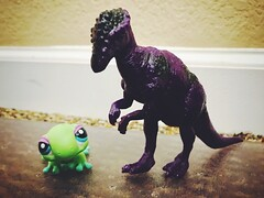 287/365/8 (f l a m i n g o) Tags: toy toys dino dinosaur lps lizard green purple cute friends floor loss project365 365days october 7th 2019 monday 43967
