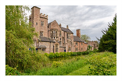 Side view of the Bishop's Palace. (Bob C Images) Tags: england buildings wells bishops palace house moat somerset gardens
