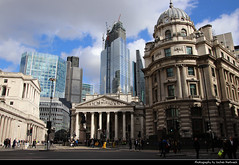 Skyline seen from Bank Station, London, UK (JH_1982) Tags: royal exchange threadneedle street view cornhill 皇家交易所 королевская биржа financial district bank city skyline cityscape urban urbanity skyscraper skyscrapers highrise building highrises leadenhall buildings architecture cité 倫敦市 シティ・オブ・ロンドン 시티오브런던 сити london londres londra 伦敦 ロンドン 런던 лондон england inglaterra angleterre inghilterra uk united kingdom vereinigtes königreich reino unido royaumeuni regno unito 英国 イギリス 영국 великобритания