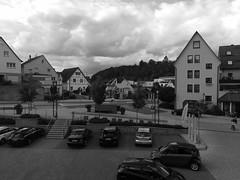 Parkplatz (shortscale) Tags: parkplatz smart auto mercedes vw polo waldenbuch schwarzweiss blackandwhite noiretblanc monochrome buw bmw bmx zebrastreifen street strasse haus