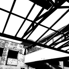 above my head (j.p.yef) Tags: peterfey jpyef yef bw swmonochrome roof glassroof subwaystation ubahnstation germany hamburg wall windows steel bridge elitegalleryaoi bestcapturesaoi aoi