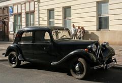 Citroën Traction Avant (Wolfgang Bazer) Tags: citroën traction avant andré lefèbvre flaminio bertoni oldtimer antique car auto limousine sedan saloon wien vienna österreich austria stphotographia