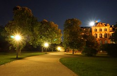 Schlosspark at Night (- ABL -) Tags: ilce6000 selp1650 biebrich schlosspark wiesbaden rheinufer weg path light lichtkranz crownoflight moon chromaticaberration sony