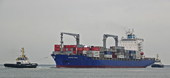MULTRATUG 32 , MAERSK NIMES & MULTRATUG 33 (kees torn) Tags: multratug33 multratug32 multraship tug damenshipyard europoort denieuweprins ret fastferry maersknimes beerkanaal containerschepen