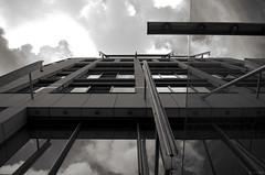 Phases (Atreides59) Tags: berlin allemagne germany deutschland ciel sky nuages clouds urban urbain architecture reflet reflection reflexion black white bw blackandwhite noir blanc nb noiretblanc pentax k30 k 30 pentaxart atreides atreides59 cedriclafrance