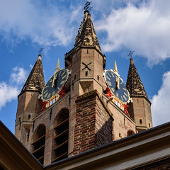 Oude Kerk as seen from the museum (Brett of Binnshire) Tags: historicalsite netherlands delft church locationrecorded building roof architecture religioussite historicbuilding museum brickbuilt tower southholland clock