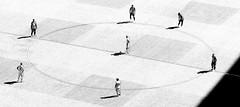 Everyone against Benzema! / ¡Todos contra Benzema! (Ramon Oria) Tags: real madrid atlético bernabeu bernabéu santiago estadio stadium derby clásico benzemá benzema kroos fernando torres koke gabi modric liga laliga santiagobernabeu 2017 grass hierba elipse ellipse croata spanish español spain croatian german alemán jugador fútbol football soccer ball balón centro de campo field 9 forward attack atacante delantero españa europe europa match partido french francés karim