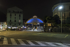 Côme, maI 2019. (Le Cercle Rouge) Tags: côme como italia italie streets nocturne nocturno night nuit darkness light ferrovienordmilano arrivi arrivées